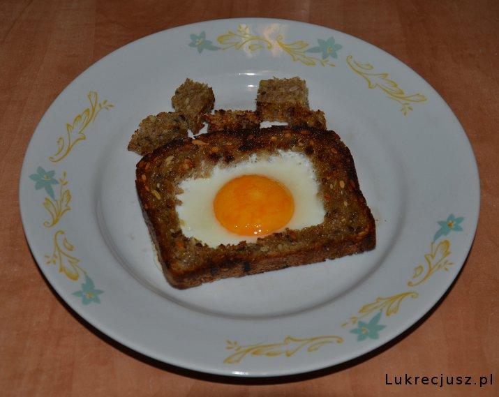 Jajko sadzone w grzance pełnoziarnistej