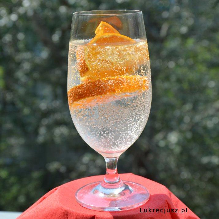 Woda pomarańczowa