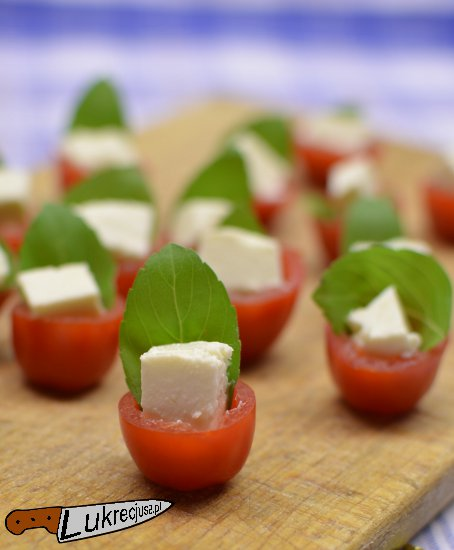 pomidor feta bazylia