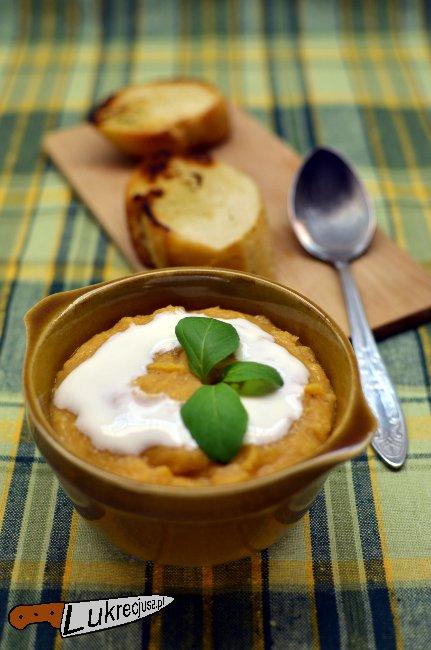 zupa z soczewicy z grzankami