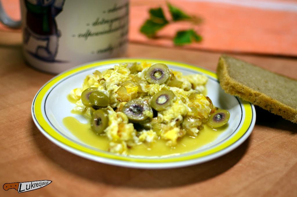 dobra jajecznica z oliwkami