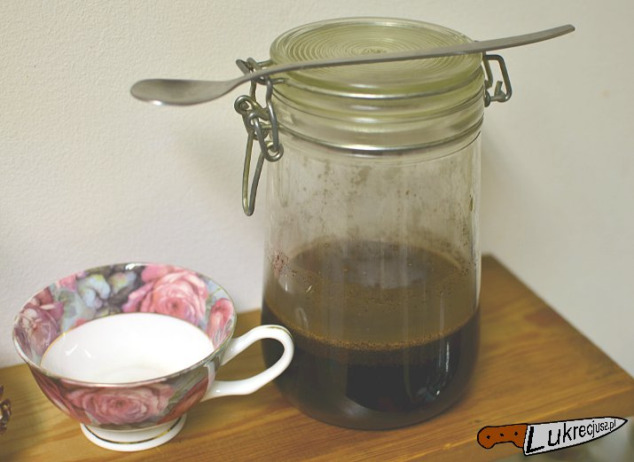 cold brew kawa parzona na zimno czeka na degustację
