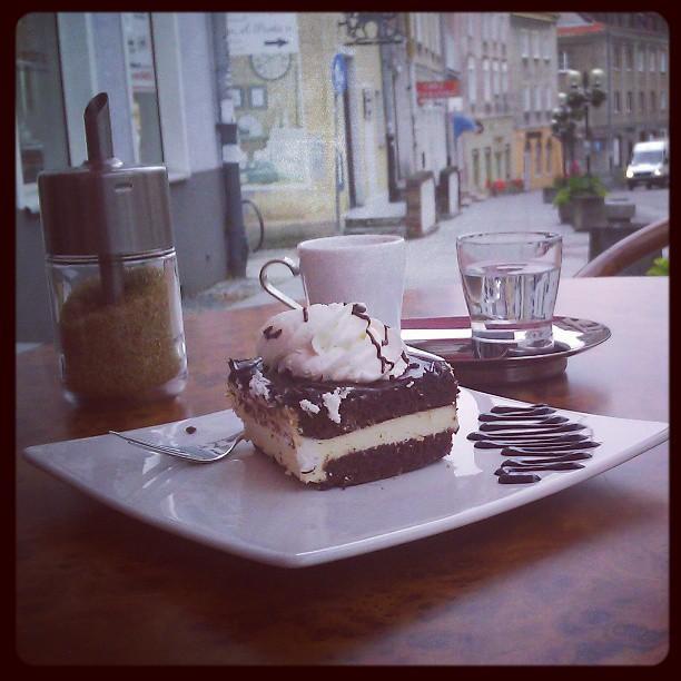 #foodporn #wz wspomnienie z Olsztyna W cafe Fenix dają budyń zamiast bitej śmietany do środka :/