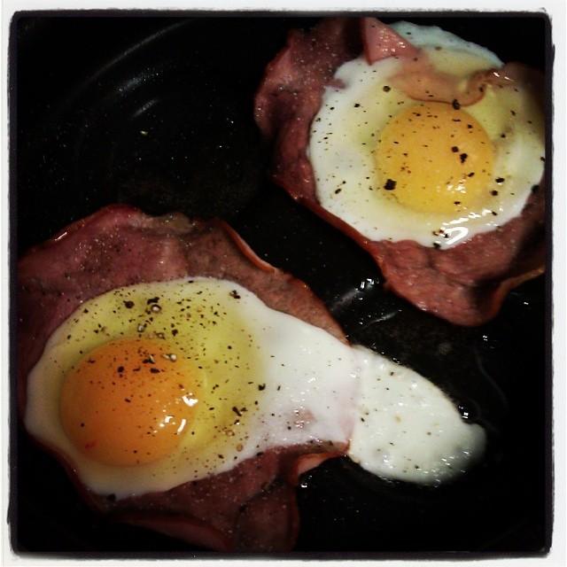 niedzielne #śniadanie #jajka sadzone w szynce #foodporn #egg #ham #sunday #breakfast
