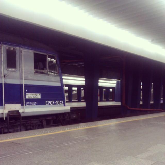 We drodze na #wckrk #pociąg #lokomotywa #pkp #dworzec #centralny #train #station