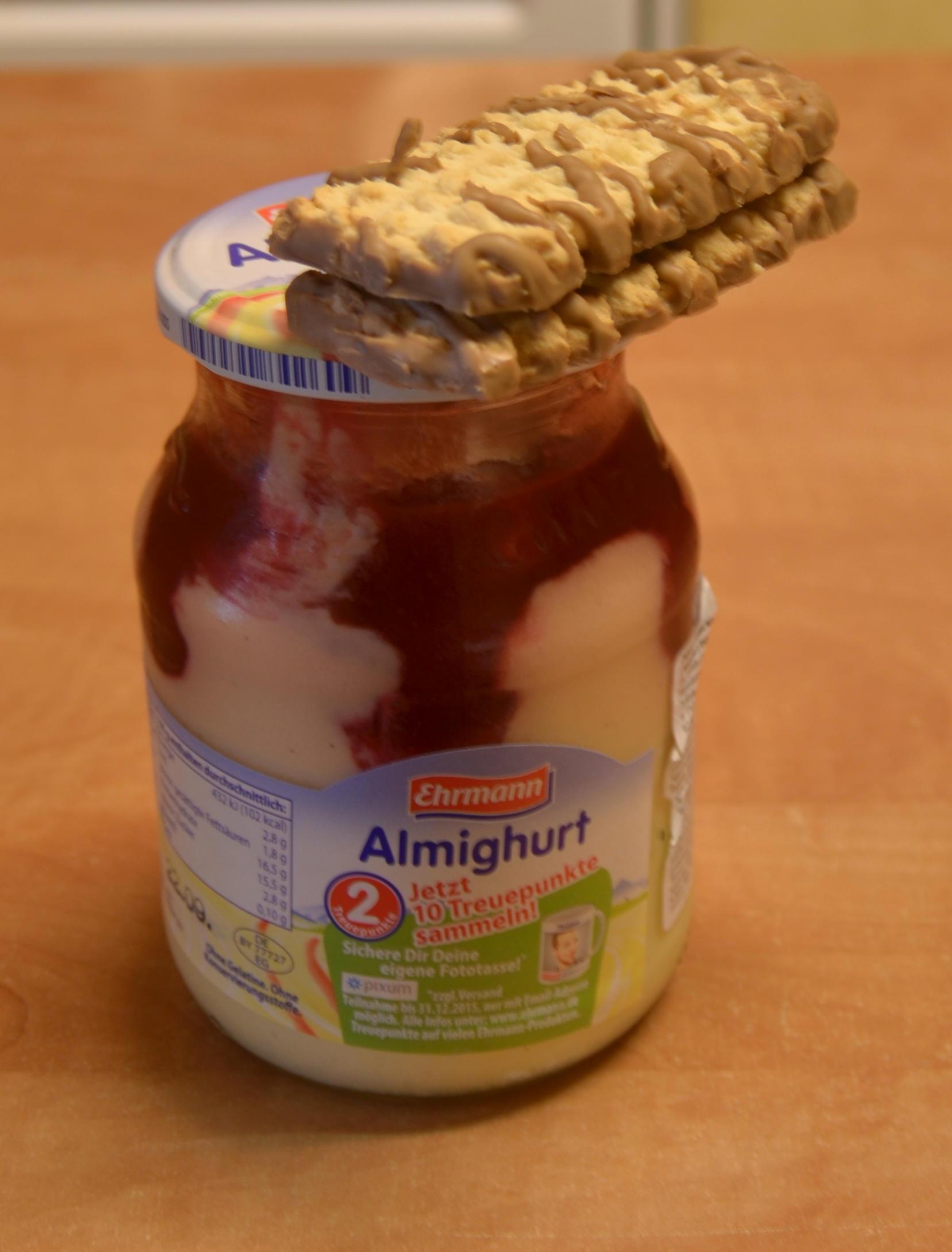 jogurt i ciastko