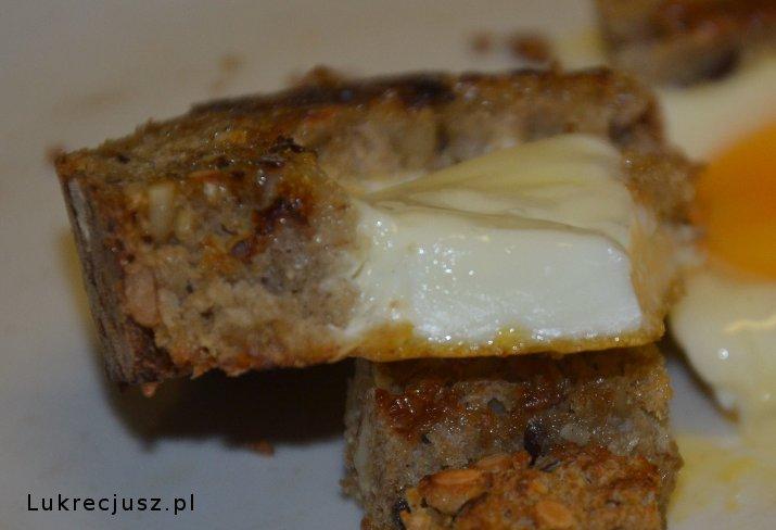 Jajko sadzone w grzance przekrój