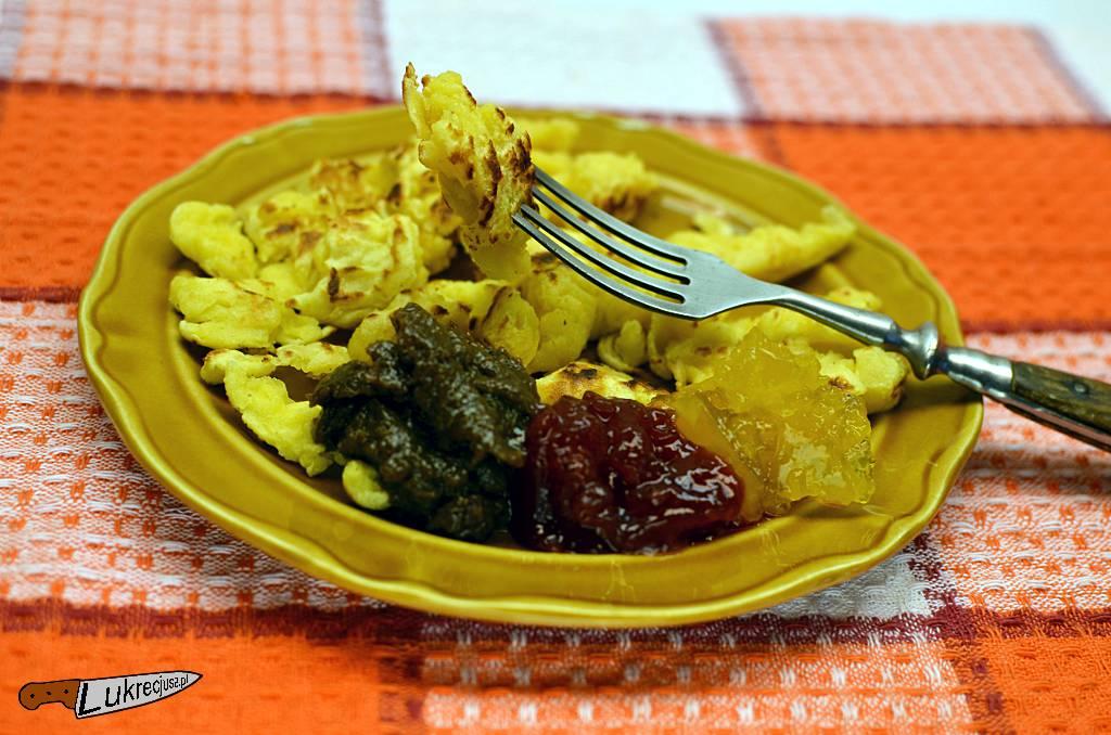 Pyzocha z trzema dżemami winogronowym, truskawkowym, brzoskwiniowym