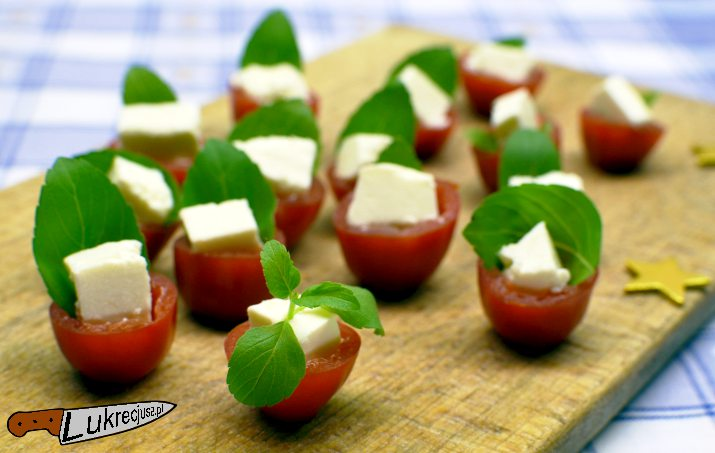 Pomidor ser feta bazylia