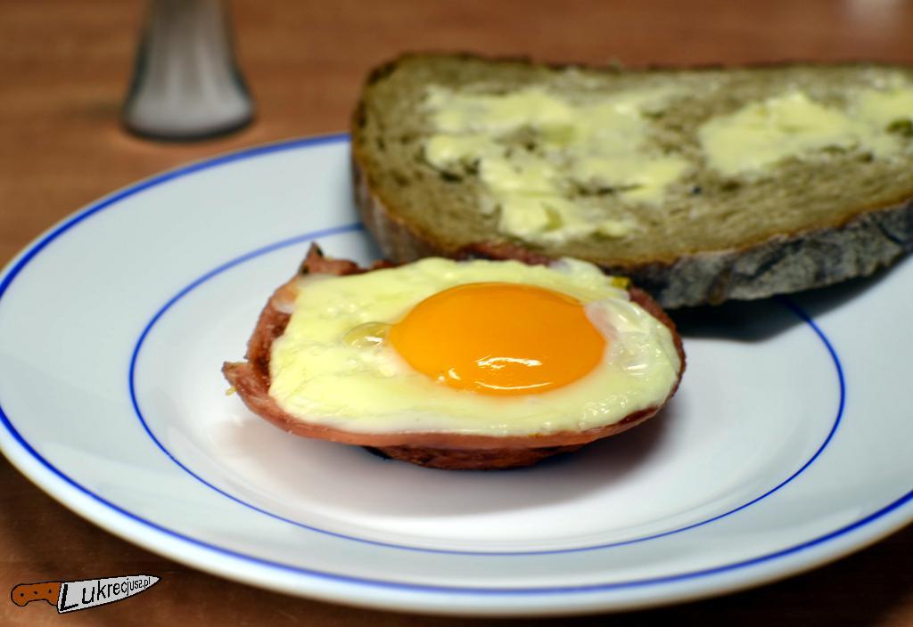 smażone jajko sadzone i kizuik