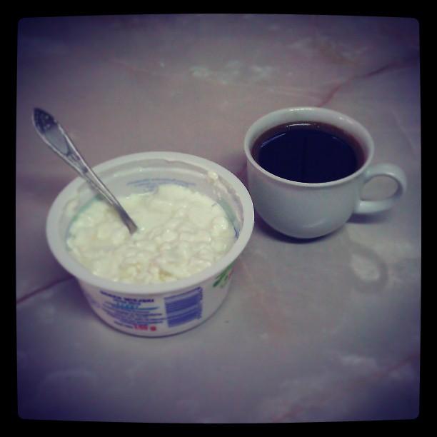 Typowe #śniadanie w fabryce #ser w granulkach i mała czarna ale mocna #kawa