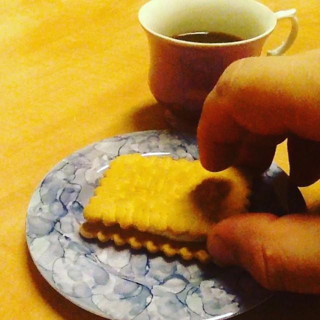 2 śniadanie #kawa i #herbatniki z miodem i śmietaną #foodporn #breakfast #coffe #biscuit #honey #cream