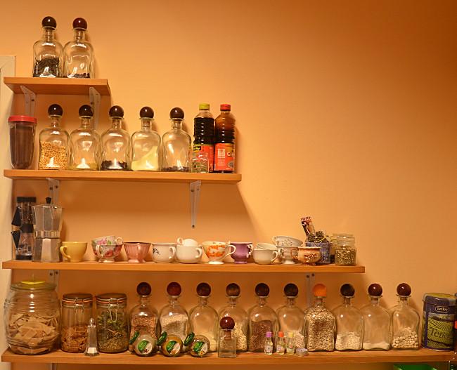 półki w kuchni Lukrecjusza