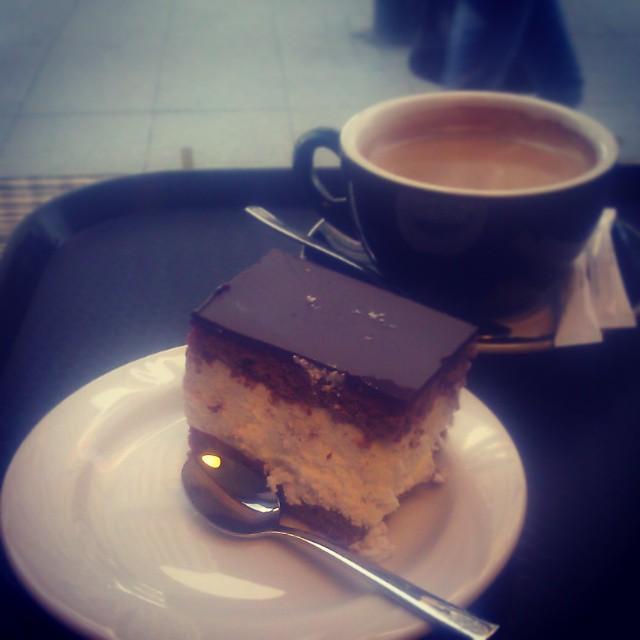 W #katowice słuszne #miejsce na #torcik #wz i #kawa to piekarniaklos.pl #wuzetka w smaku prawie doskonała